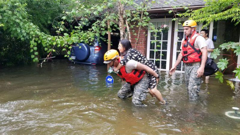 Hurricane-harvey-rescue-jt-170827_16x9_992
